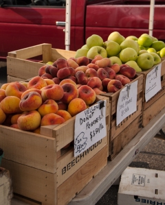 Leesburg, Farmer's market, fruit, peaches, apples